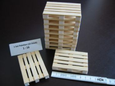 Wooden pallets in scale 1:16