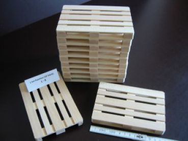 Wooden pallets in scale 1:8
